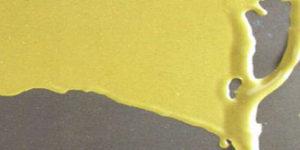 Стягивание полимерной пленки в одну из сторон, что приводит к оголению соседних участков